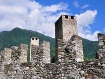 Muren van oud kasteel, Bellinzona, Zwitserland stock fotografie