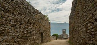 Muren van oude stad Gjirokastra, Albanië Royalty-vrije Stock Foto
