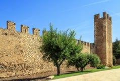 Muren van versterkte Montblanc, Catalonië. Stock Foto's