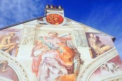 Murez l'art, art de rue de graffiti sur le côté d'une maison Photos stock