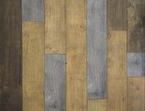 Murez les panneaux en bois de différentes couleurs pour les intérieurs rustiques Images libres de droits