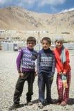 MURGHAB, le TADJIKISTAN - 18 juillet 2016 enfants en bas âge de Murghab Photographie stock libre de droits