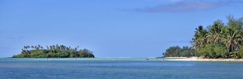 Muri盐水湖全景风景视图从一条小船的在拉罗通加 库存照片
