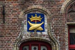 Muri la decorazione del pesce a Bruges, Fiandre, Belgio Fotografia Stock Libera da Diritti