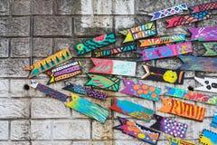 Muri la decorazione del pesce di legno nel villaggio della cultura di Gamcheon, Busan, Corea Immagine Stock