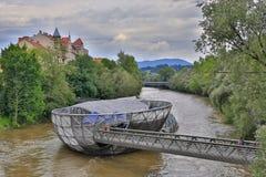 Murinsel桥梁在格拉茨,奥地利 图库摄影