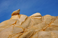 Murken granit vaggar i presenterad form och färgar Arkivbilder