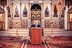 Murmansk Kola Peninsula, Ryssland - April 06, 2019: Inre av kyrkan av helgonet Vladimir royaltyfria bilder