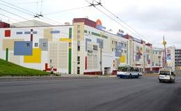 MURMANSK, ROSJA Widok Lenin aleja i Murmansk centrum handlowego centrum handlowe obraz stock