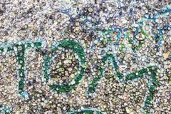 Muro de Berlim completamente de pastilhas elásticas enganchadas em Berlim, Alemanha Imagem de Stock