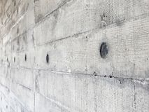 Muro de cemento con la textura de madera del tablero fotos de archivo libres de regalías