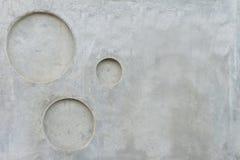 Muro de cimento cinzento com fundo picado da textura do cicle fotos de stock royalty free