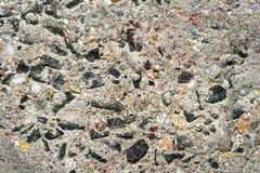 Muro de cimento com pedras pequenas 6 imagem de stock