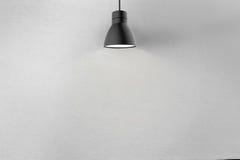 Muro de cimento e lâmpada do teto ilustração stock