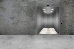 Muro de cimento e porta aberta do elevador Fotos de Stock Royalty Free