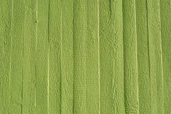Muro de cimento verde com estrutura de madeira imagens de stock royalty free