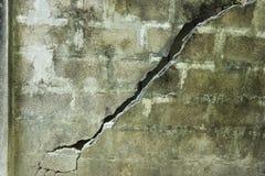 Muro di cemento rotto Fotografia Stock Libera da Diritti