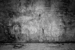 Muro di cemento scuro e pavimento del fondo della stanza astratta del nero fotografia stock