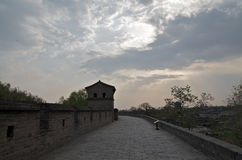 Muro di cinta antico nel tramonto, Ping Yao Immagini Stock Libere da Diritti
