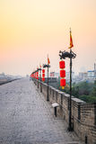 Muro di cinta di Xian nel tramonto Immagine Stock