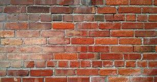 Muro di mattoni antico danneggiato dalle intemperie Fotografia Stock
