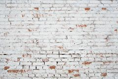 Muro di mattoni bianco incrinato di lerciume strutturato Fotografie Stock