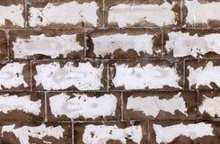 Muro di mattoni bianco stagionato come fondo fotografia stock libera da diritti