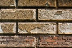 Muro di mattoni bruno-rossastro con gesso 1 Fotografia Stock Libera da Diritti