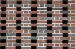 Muro di mattoni con gli spazi vuoti Fotografie Stock
