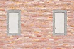 Muro di mattoni con il blocco per grafici due Fotografie Stock Libere da Diritti