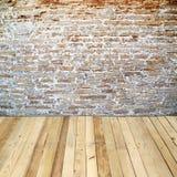 Muro di mattoni con il pavimento di legno Immagini Stock Libere da Diritti