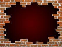 Muro di mattoni con il percorso di residuo della potatura meccanica Immagine Stock Libera da Diritti