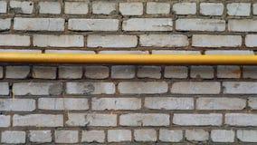 Muro di mattoni con il tubo Immagini Stock Libere da Diritti