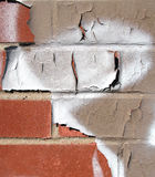 Muro di mattoni con la vernice della sbucciatura Fotografie Stock Libere da Diritti
