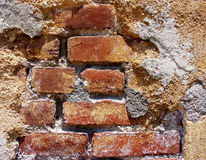 Muro di mattoni decaduto Immagini Stock Libere da Diritti