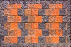 Muro di mattoni decorativo dalle mattonelle di affronto concrete come fondo o struttura Immagine Stock Libera da Diritti