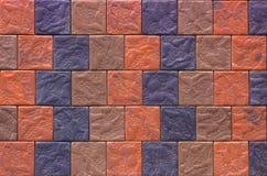 Muro di mattoni decorativo dalle mattonelle di affronto concrete come fondo o struttura Fotografie Stock