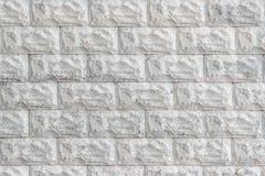 Muro di mattoni decorativo dipinto in primo piano bianco come fondo Immagine Stock Libera da Diritti