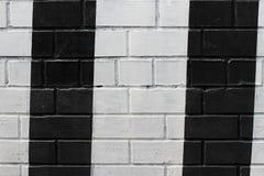 Muro di mattoni dipinto in bianco e nero Fotografia Stock Libera da Diritti