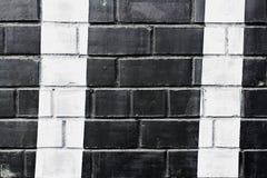 Muro di mattoni dipinto in bianco e nero Immagine Stock