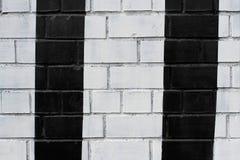 Muro di mattoni dipinto in bianco e nero Fotografia Stock
