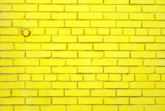 Muro di mattoni giallo Immagini Stock