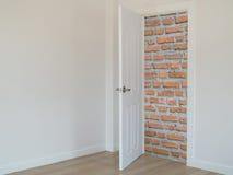 Muro di mattoni nella porta aperta anteriore, Fotografie Stock Libere da Diritti