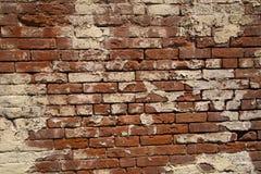 Muro di mattoni rosso dell'arenaria unica e pittura bianca Fotografie Stock Libere da Diritti