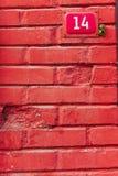 Muro di mattoni rosso e numero Immagini Stock Libere da Diritti