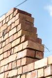 Muro di mattoni su un cantiere come fondo Fotografie Stock Libere da Diritti