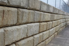 Muro di sostegno della pietra di Hardscaping Fotografie Stock
