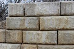 Muro di sostegno della pietra di Hardscaping Immagini Stock Libere da Diritti