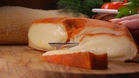 Murol est pasteurisée, mi-doux, fromage de lait du ` s de vache banque de vidéos