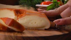 Murol est pasteuris?e, mi-doux, fromage de lait du ` s de vache banque de vidéos